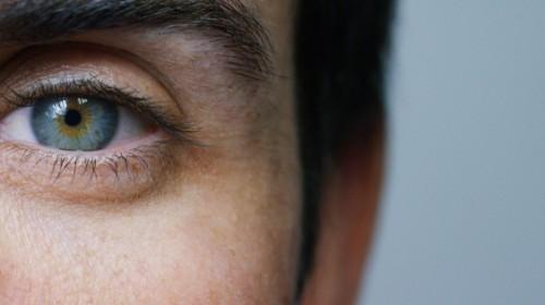 AKO SI UDRŽAŤ DOBRÝ ZRAK A ZDRAVÉ OČI?  (autor: Jenny Logan DNMed.)